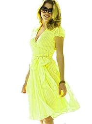 2bb04e3554462bf Достаточно сложно представить, что всего 40 лет назад женщины еще не были  знакомы с уникальным фасоном платья с запахом. Многие ценительницы  гламурных ...
